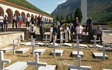 Ένας τάφος που τους άρμοζε εδώ και 78 χρόνια - συνέχιζεται όμως ο αποκλεισμός των συγγενών